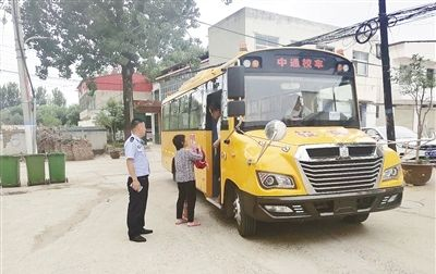 漯河:校车无牌 上路被查