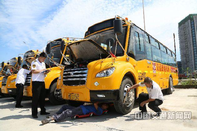 《校车安全运营条例》施行五载,专业校车运营探索中艰难向前