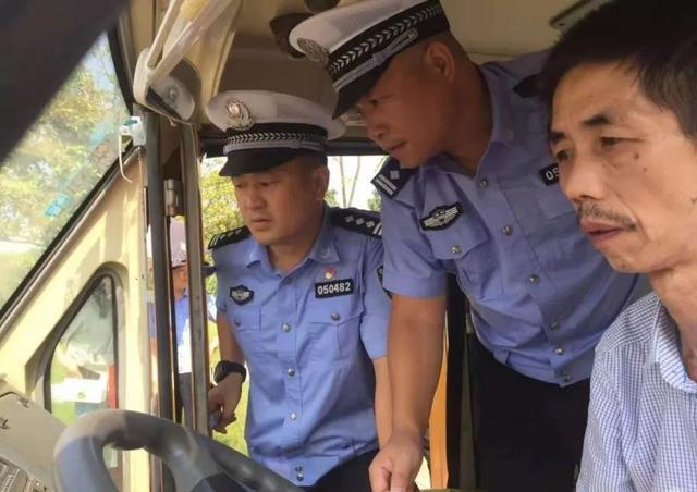 """湘潭一校车司机酒驾心存侥幸""""走捷径"""",交警蜀黍:没想到吧?"""