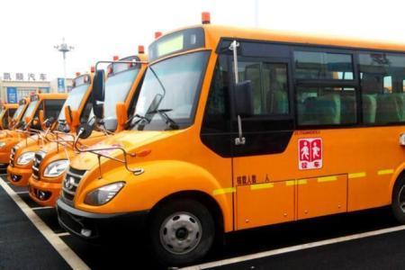 辽阳:集中检测校车 为复学保驾护航