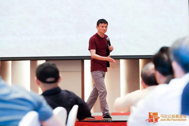 马云谈乡村教育:推动寄宿制 邀企业家做校舍校车计划